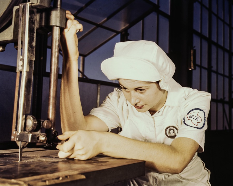 WW2-factory-woman-homefront-1